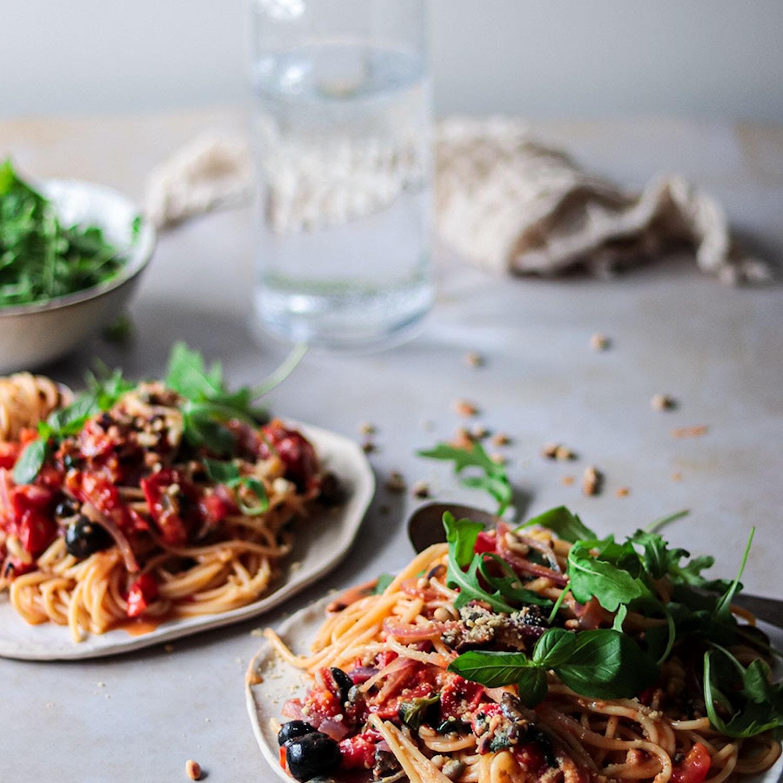 One-pot pasta puttenesca