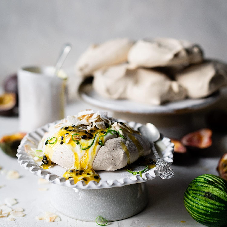 Vegan meringue with passion fruit